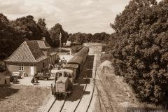 Handest-station-med-dieseltog-foto-Jens-Vestergaard