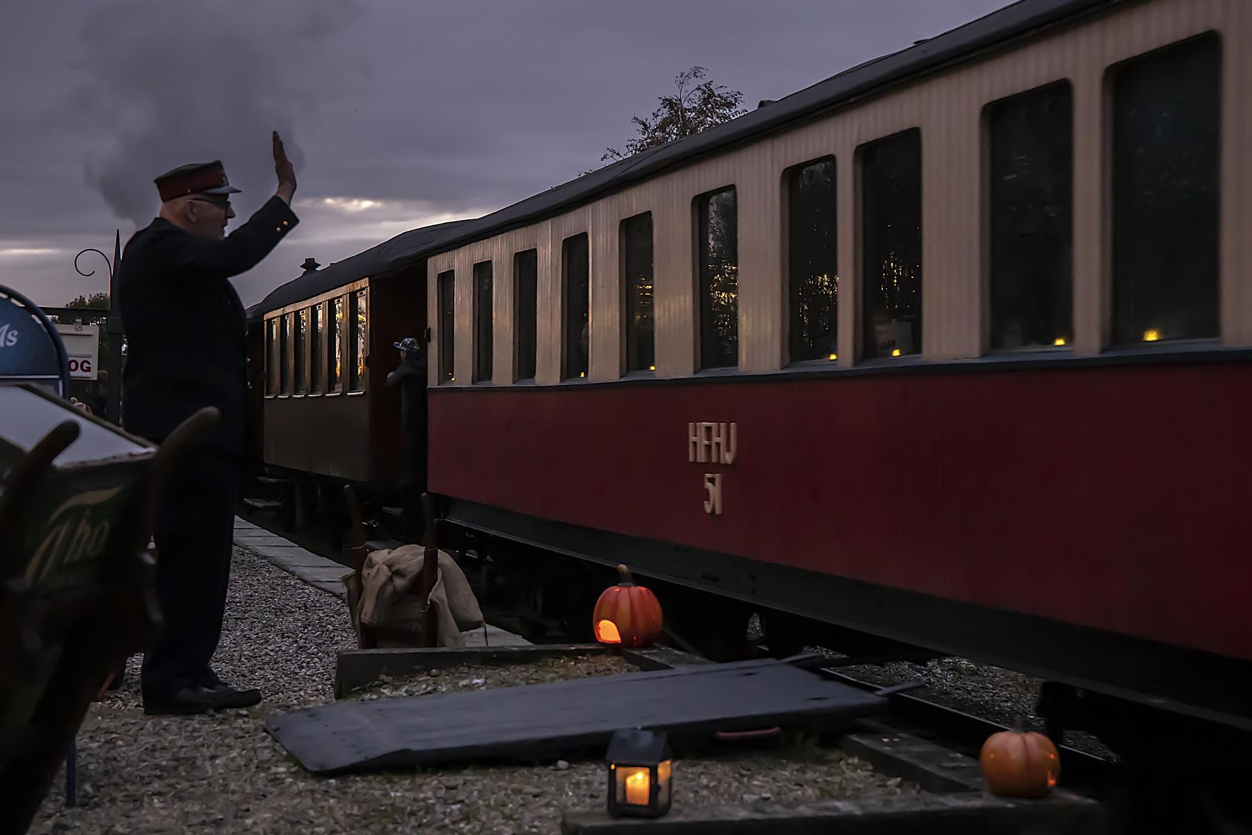 Afgang-til-Halloween-toget-Foto-Walter-Johannesen