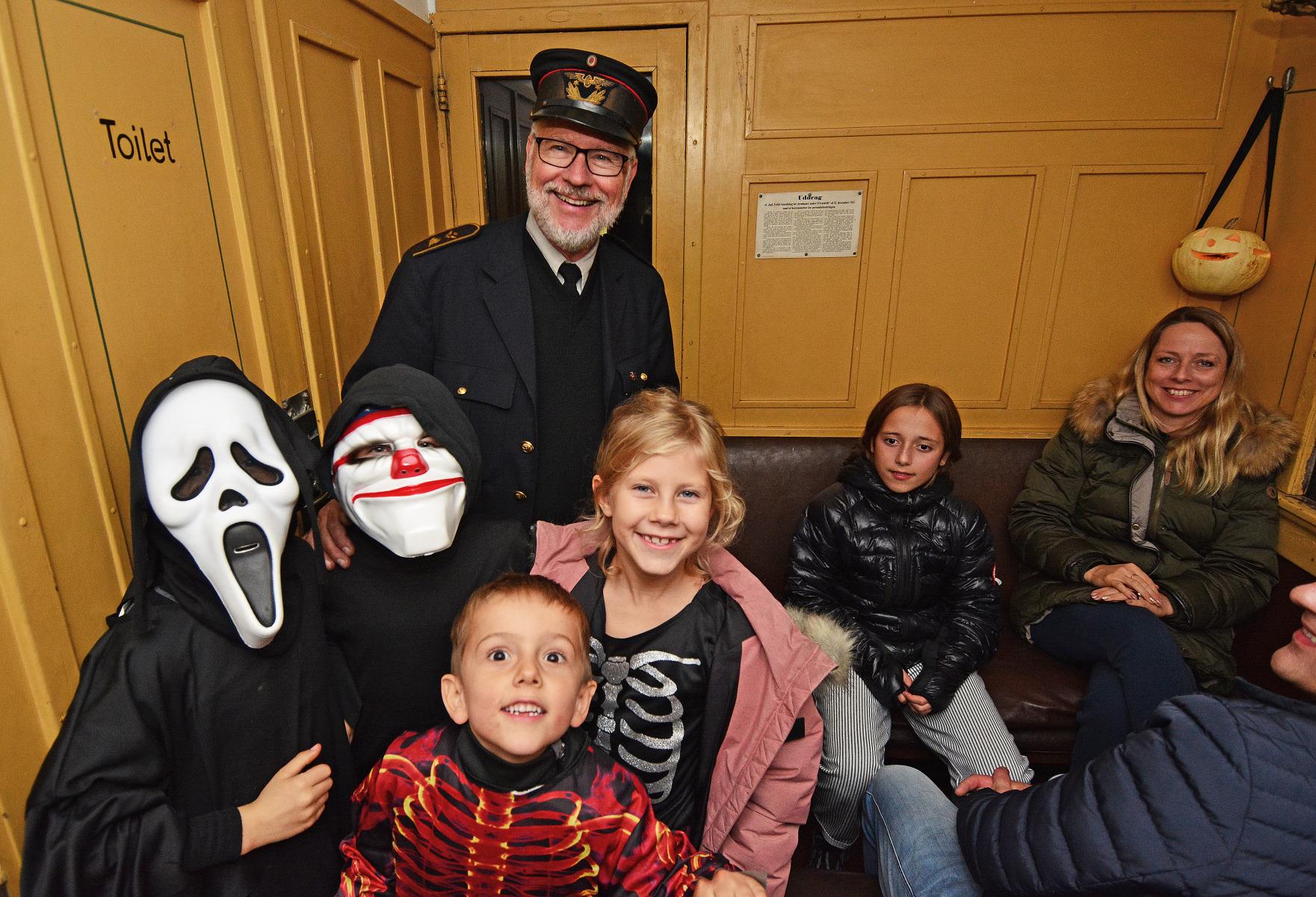 Hoej-stemning-i-Halloween-toget-AsgerChristiansen